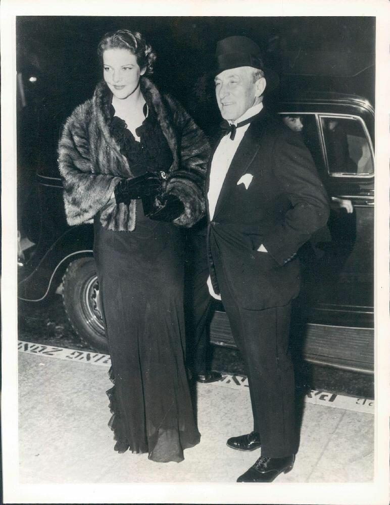 1936. Итальянская актриса Элисса Ланди с отцом графа Чарльза