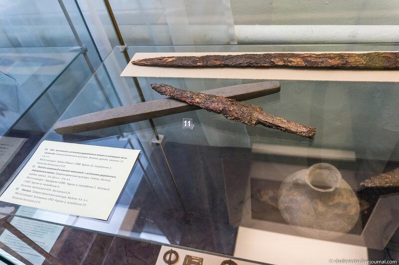 Сарматский железный кинжал и оселок каменный