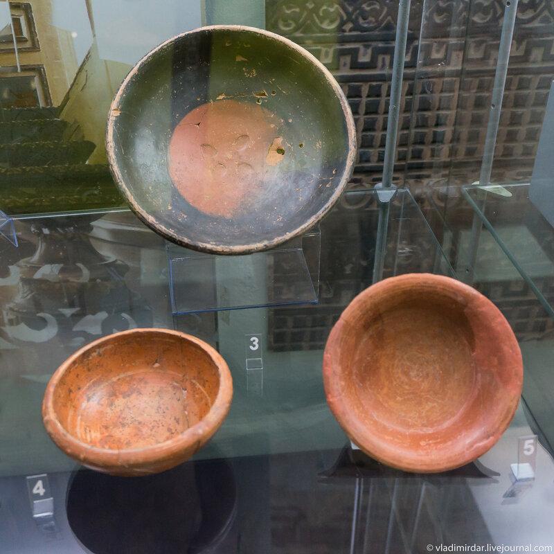 Миски и тарелочки гончарные краснолаковые и серолощеные