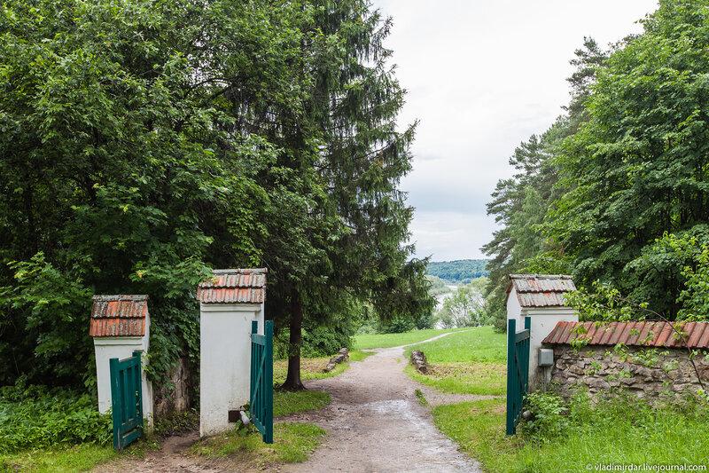 Ворота усадьбы Поленово - выход к Оке