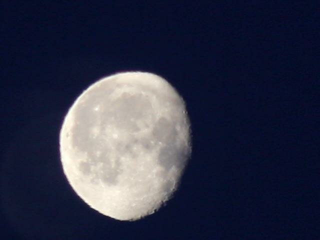 Луна одиночный кадр