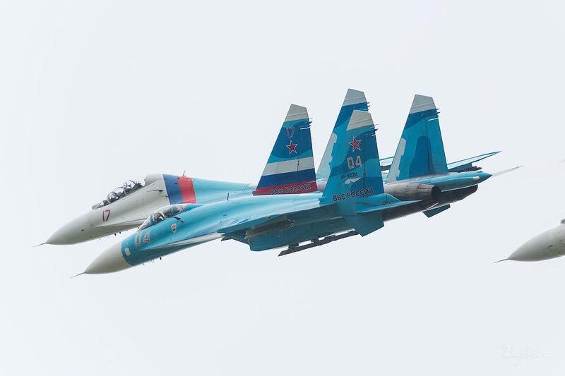 Сухой Су-27СМ (RF-92211 / 04 красный) D802210
