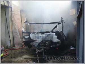 В Бельцах полностью выгорел жилой фургон на колесах