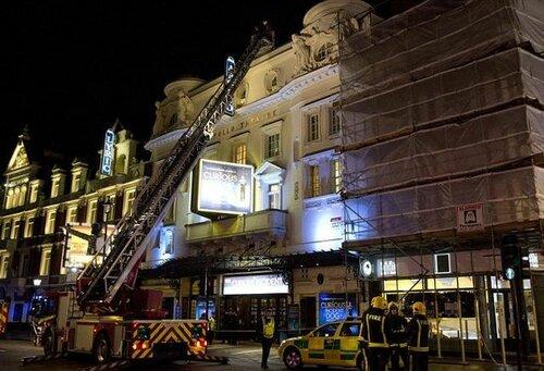 В Лондоне потолок театра обрушился на 700 зрителей (видео)