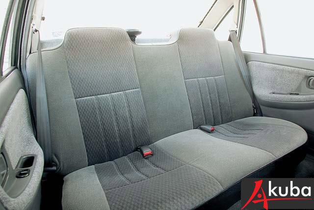 Стандартные задние сидения со слитными подголовниками