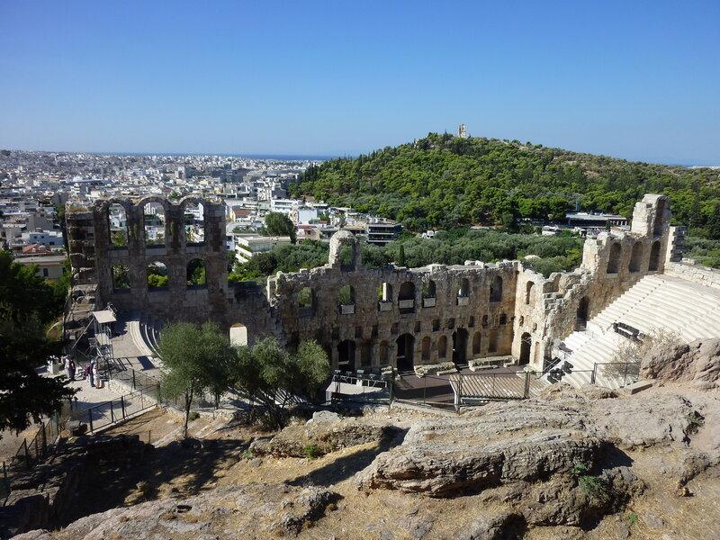 Одеон, холм Филопапос и море вдали