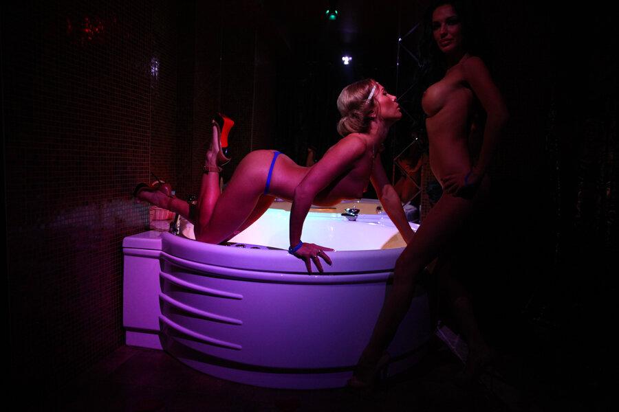 Сексуальные телки тусят под музыку фото 289-708
