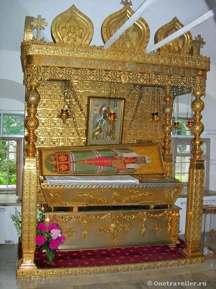 Рака с мощами святителя Тихона Патриарха Московского и всея Руси в Донском монастыре в Москве