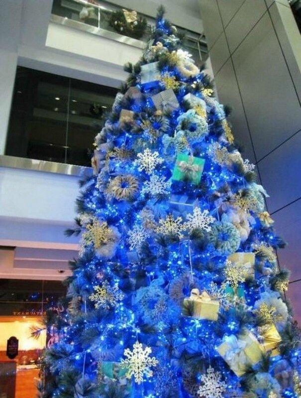 Голубой декор новогодней ёлки