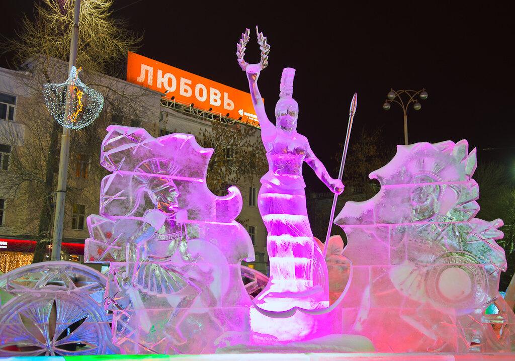 Фото 6. Ледяная амазонка из Олимпии в Екатеринбурге. Пример ночного пейзажа, снятого на зеркальную камеру Nikon D5100 с обеъктивом Nikon 17-55mm f/2.8G.