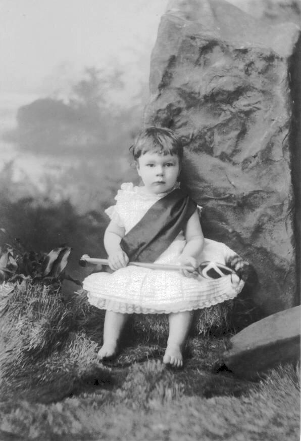 1881. Кэтлин Холл