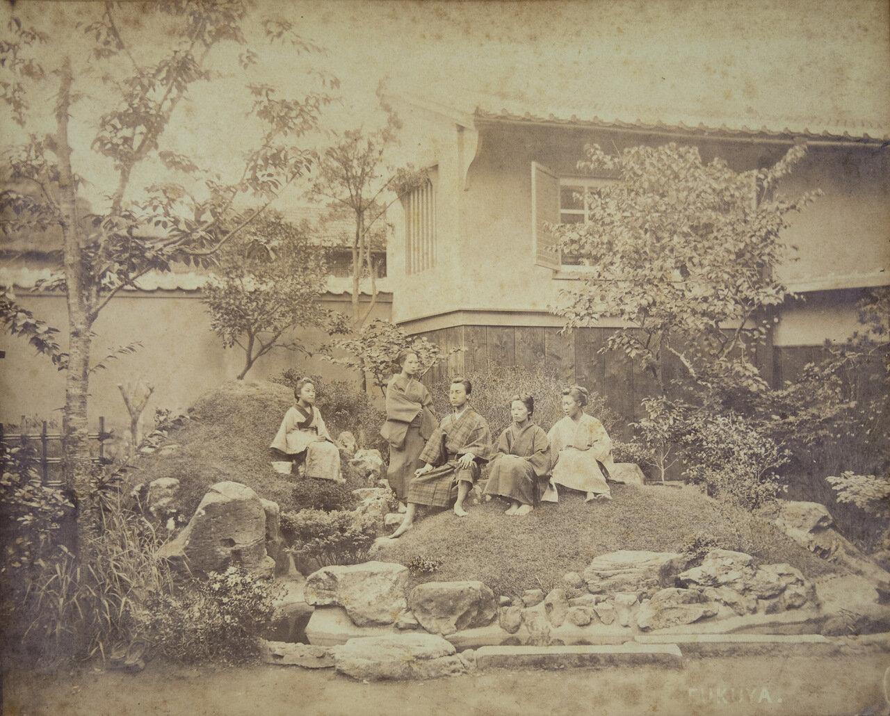 Фукая (глава семьи с женой и дочерьми)