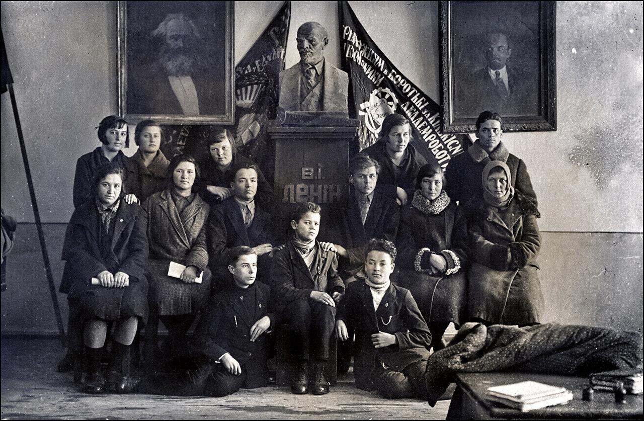 Студенты педагогического института