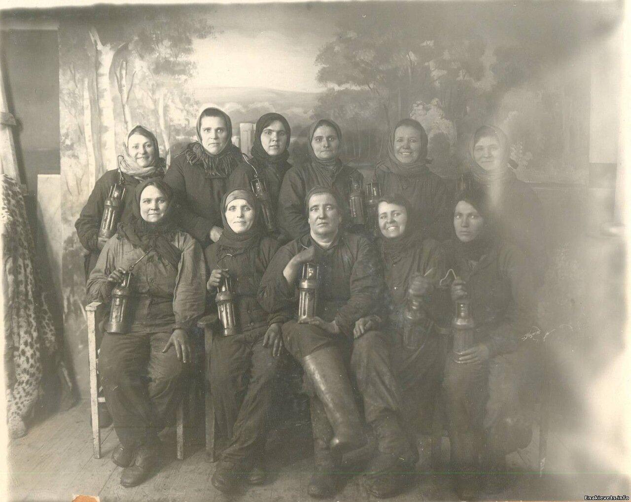 1944. Женсовет шахты им. Карла Маркса на восстановлении предприятия