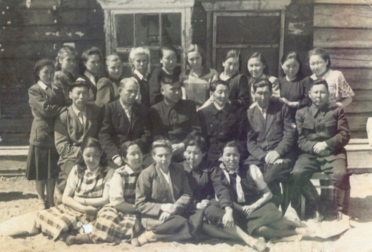Работники сельпо на Песках