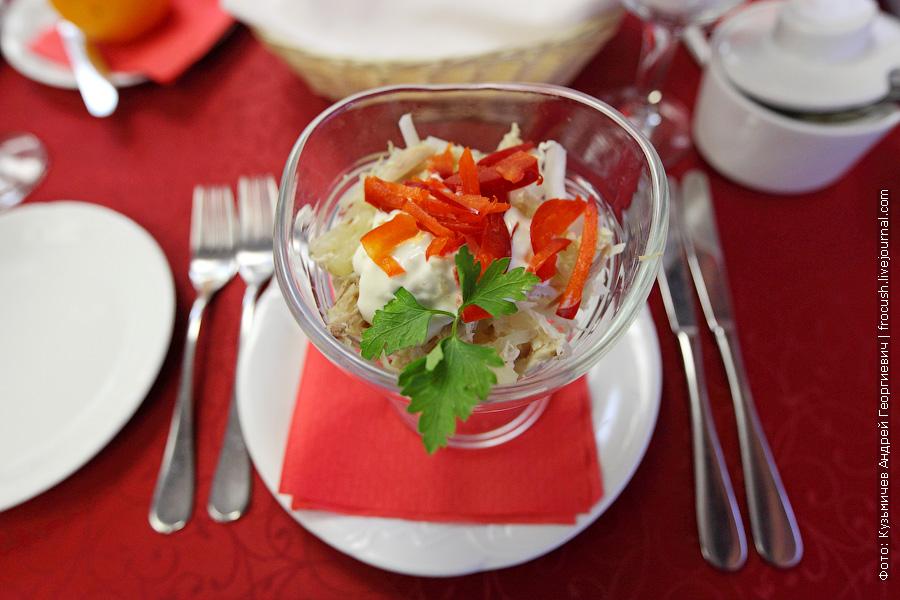 Салат с курицей и красным сладким перцем