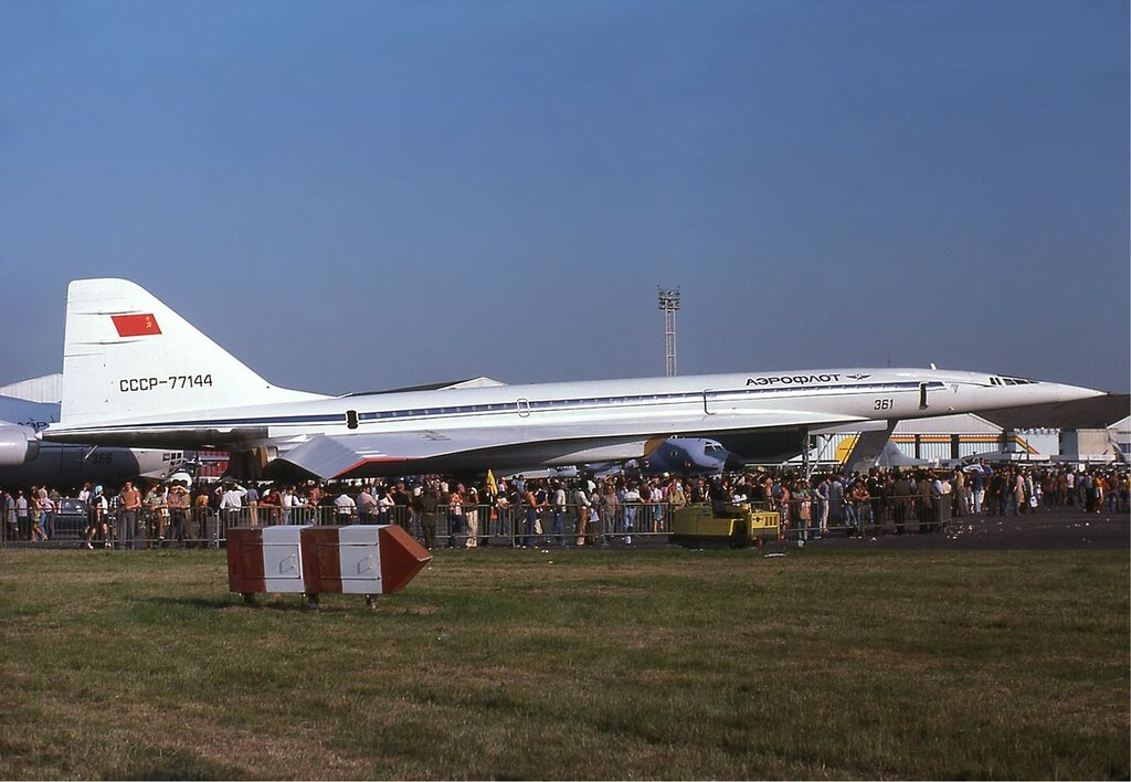 Aeroflot Tu-144 at the Paris Air Show in 1975.jpg