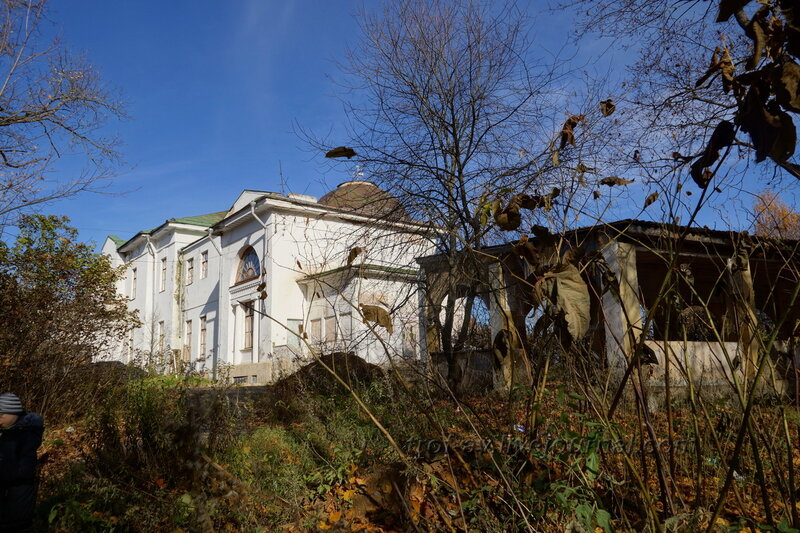 Правое крыло и терасса, Усадьба Любвино, Тучково