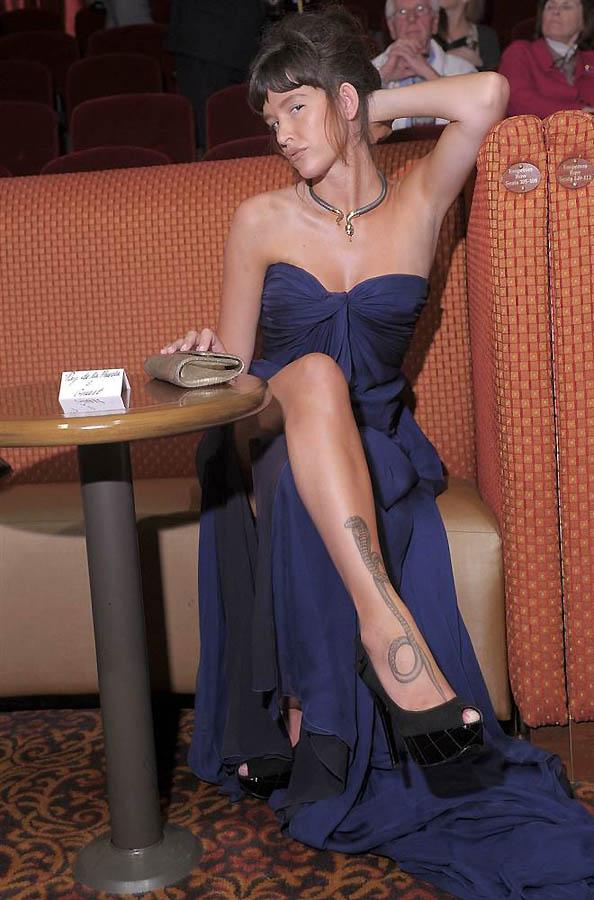35. Пас де ла Уэрта Пас де ла Уэрта гордится своей татуировкой кобры от колена до голени и с удоволь