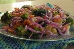 Картофельный салат с брокколи и креветками