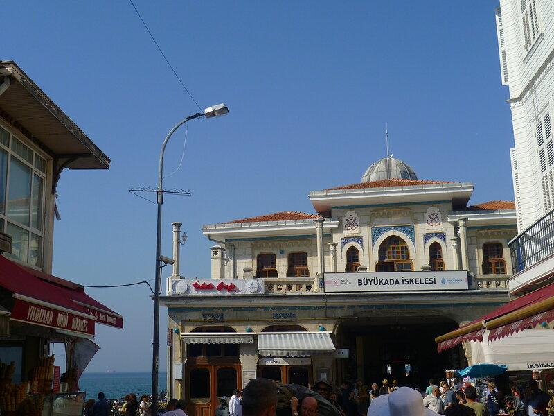 Принцевы острова (Бююкада) около Стамбула (Princes' Islands (Buyukada) near Istanbul).
