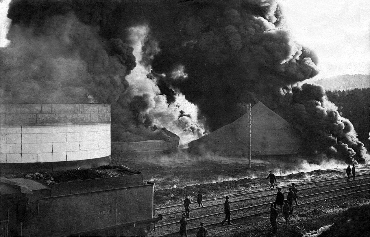 Паровозное депо Златоуст, пожар, горят нефтяные баки. 1911 г.