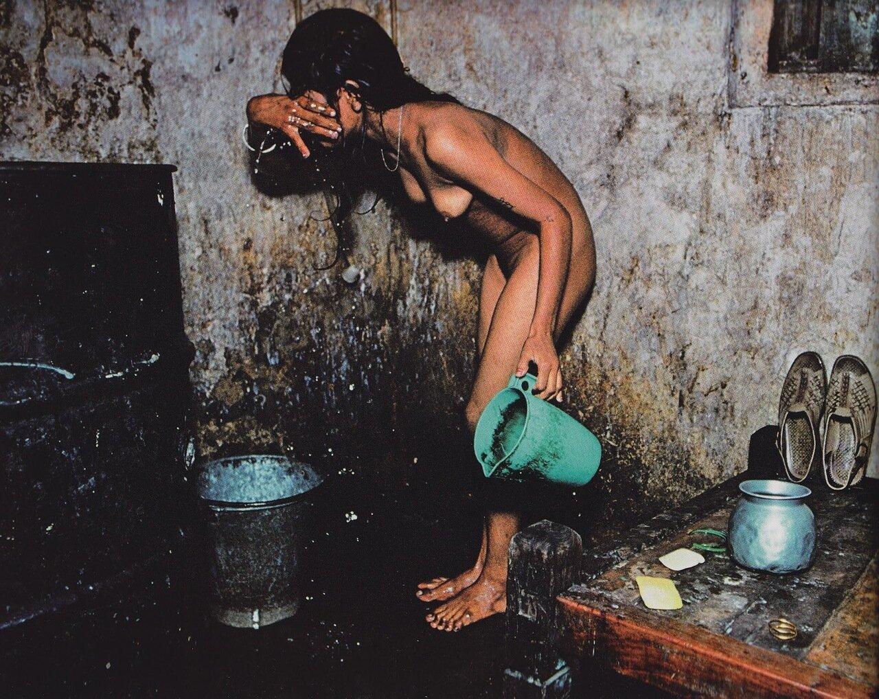 09. Девушки моются очень тщательно, по крайней мере раз в день