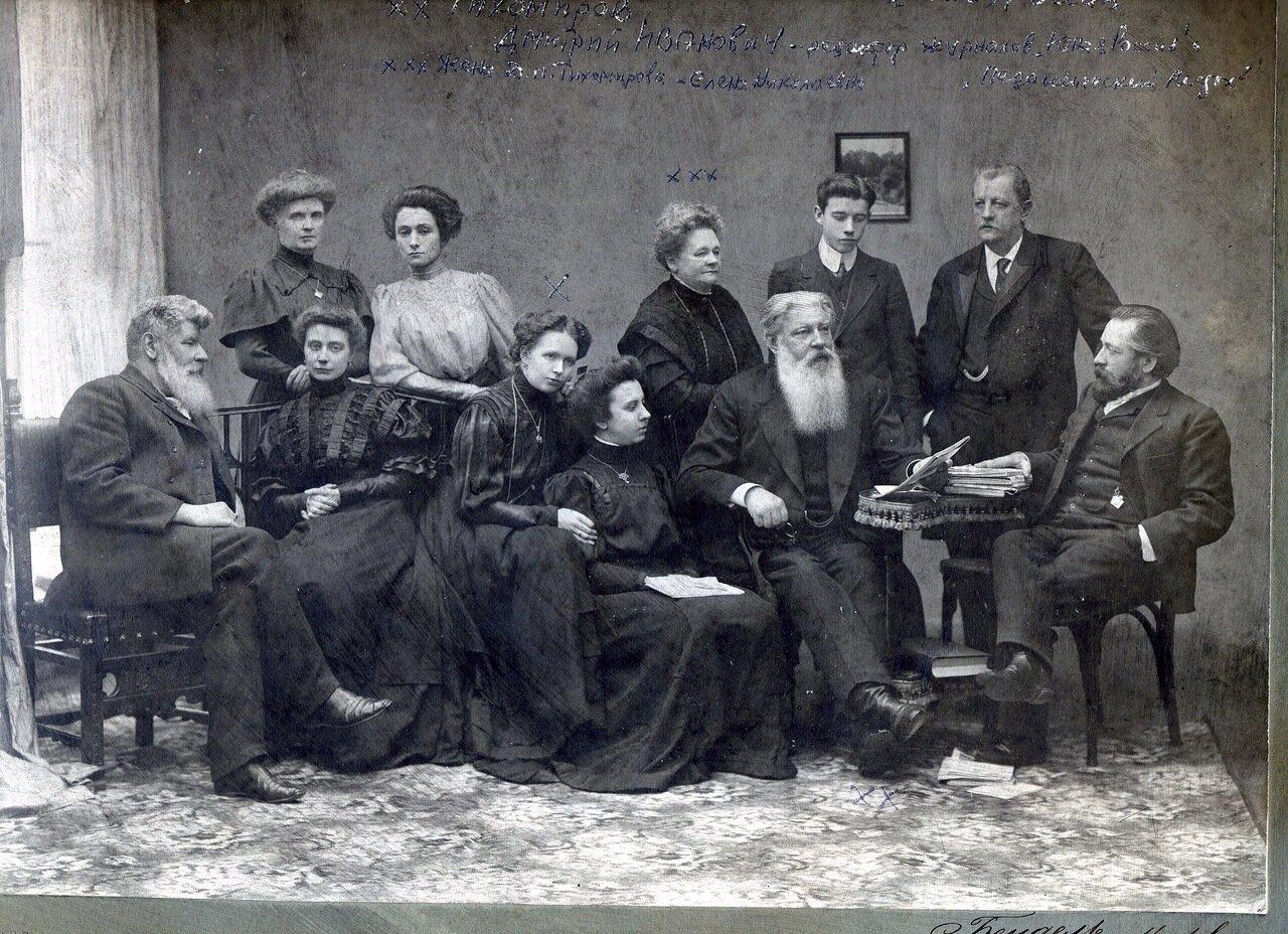 Работники издательства журнала Юная Россия