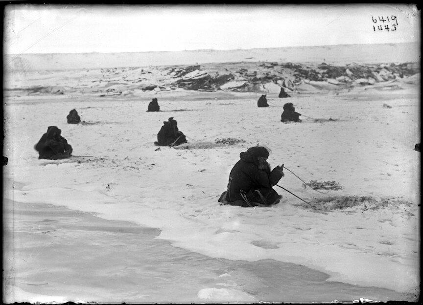 Подледный лов. 1900