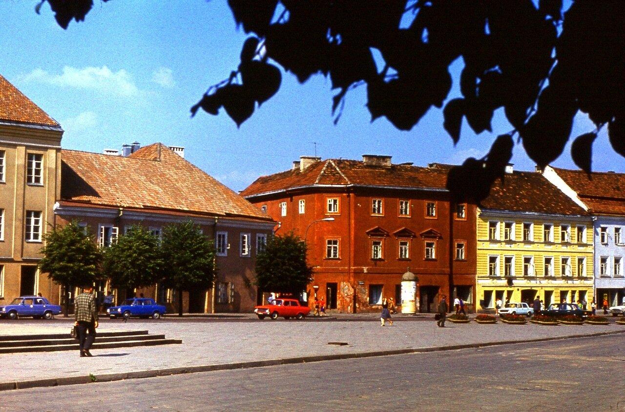 24.  А  это  улица  перед  музеем