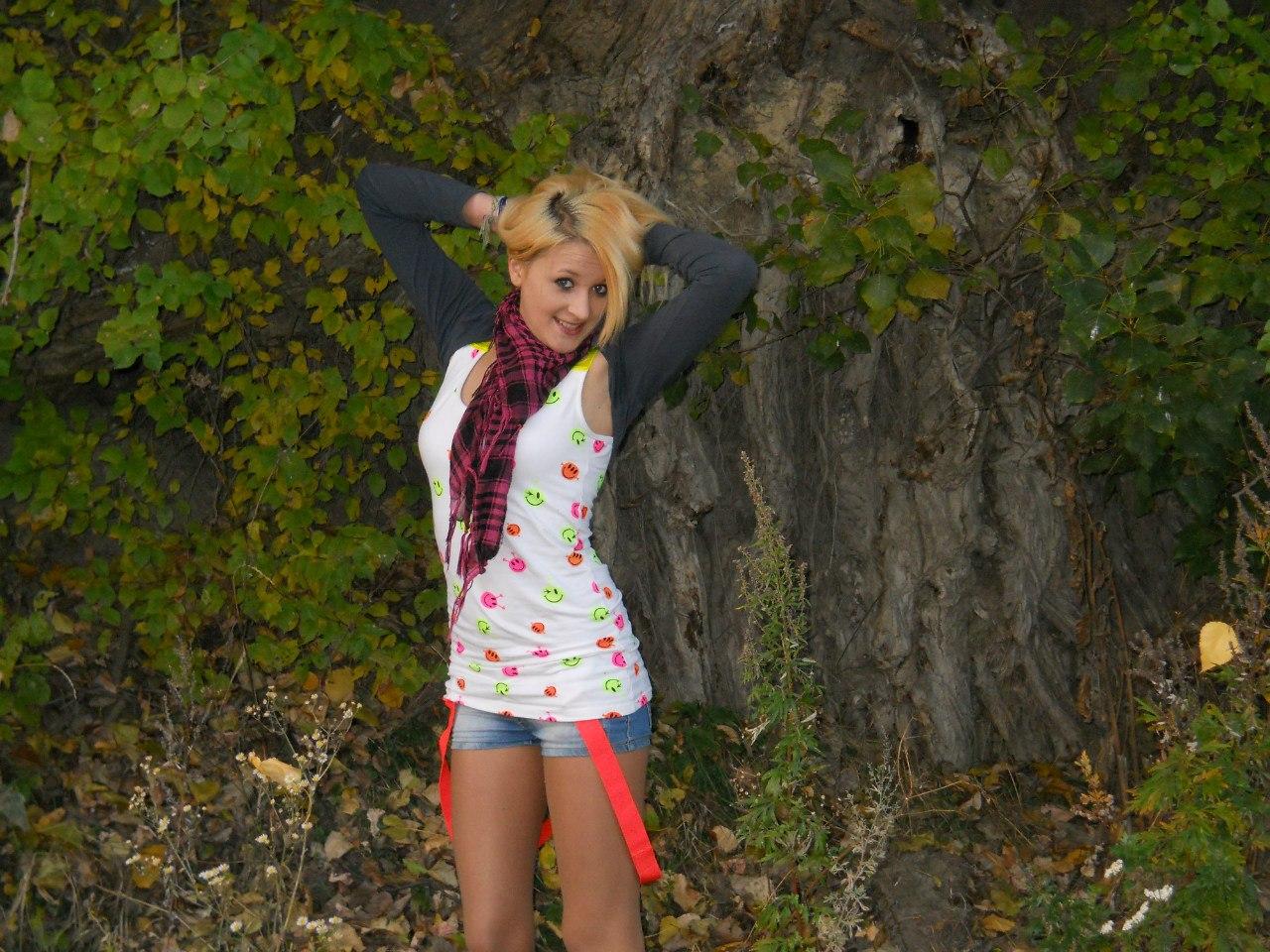 Фотогалереи рыжих девушек в шортах 5 фотография