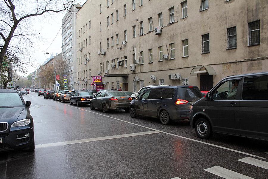 машины блокируют движение