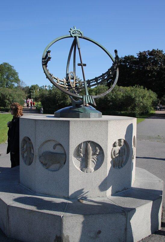 Oslo, Vigeland Park. Осло, Парк Вигеланда, солнечные часы, solar clock