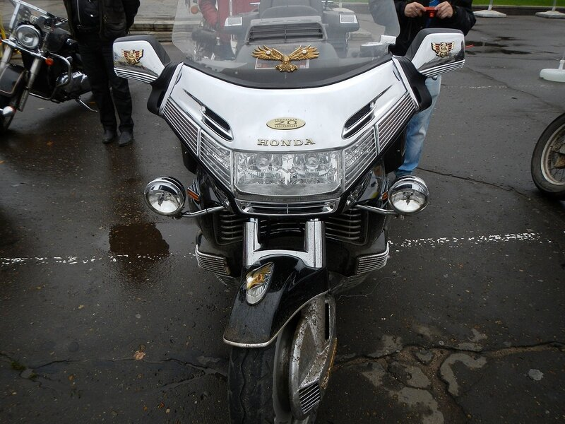 Honda Gold Wing анфас на Театральной площади в Кирове Dscn4634