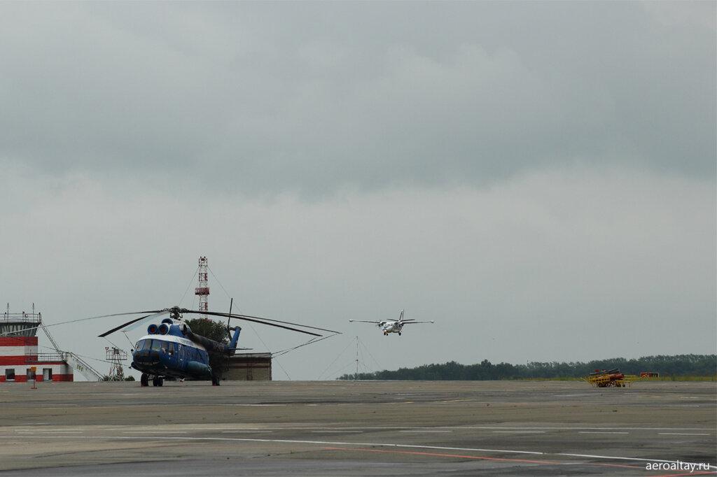 Самолёт из Красноярска прилетает в Барнаул