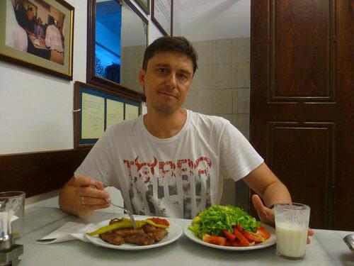 Турция, Стамбул - мясные тефтели (Turkey, Istanbul – meatballs).