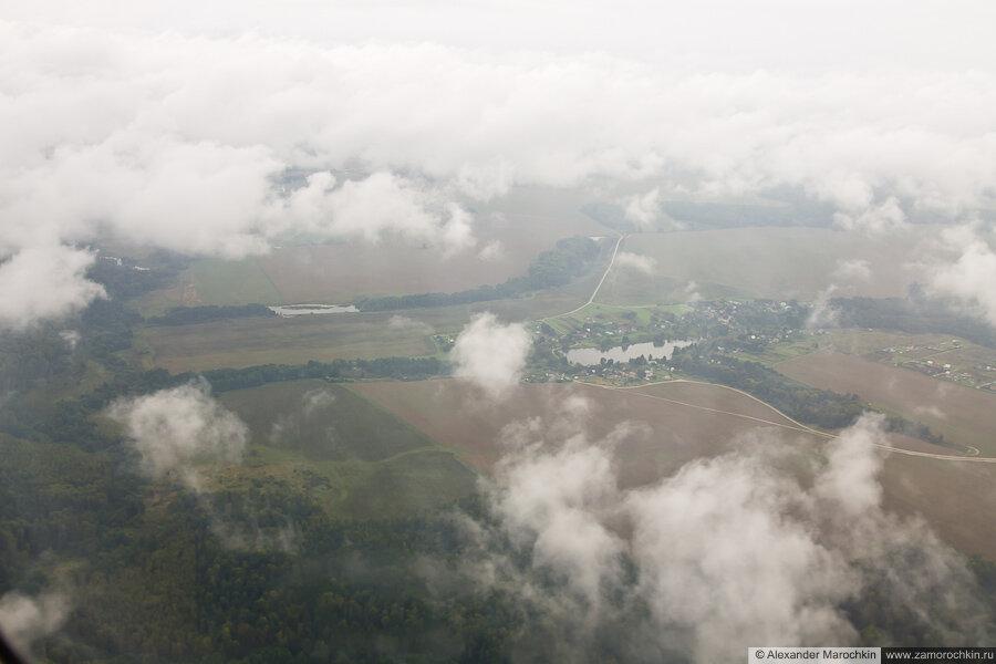 Снижение над Москвой, низкая облачность