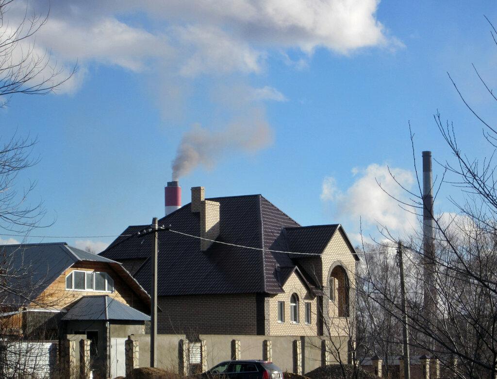 Дым из трубы нового энергоблока Троицкой ГРЭС