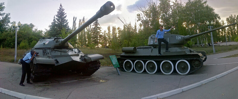2 танка, 2 туриста