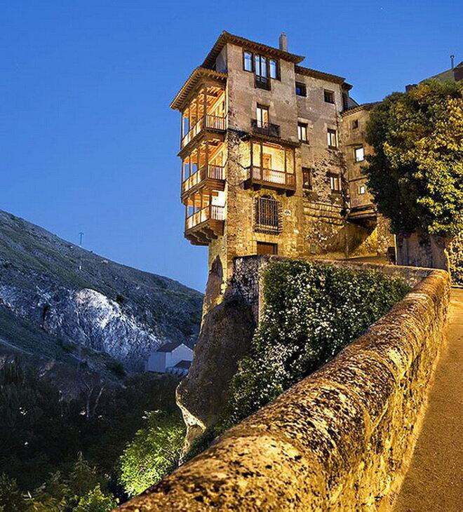 Висячие дома в Куэнке. Испания
