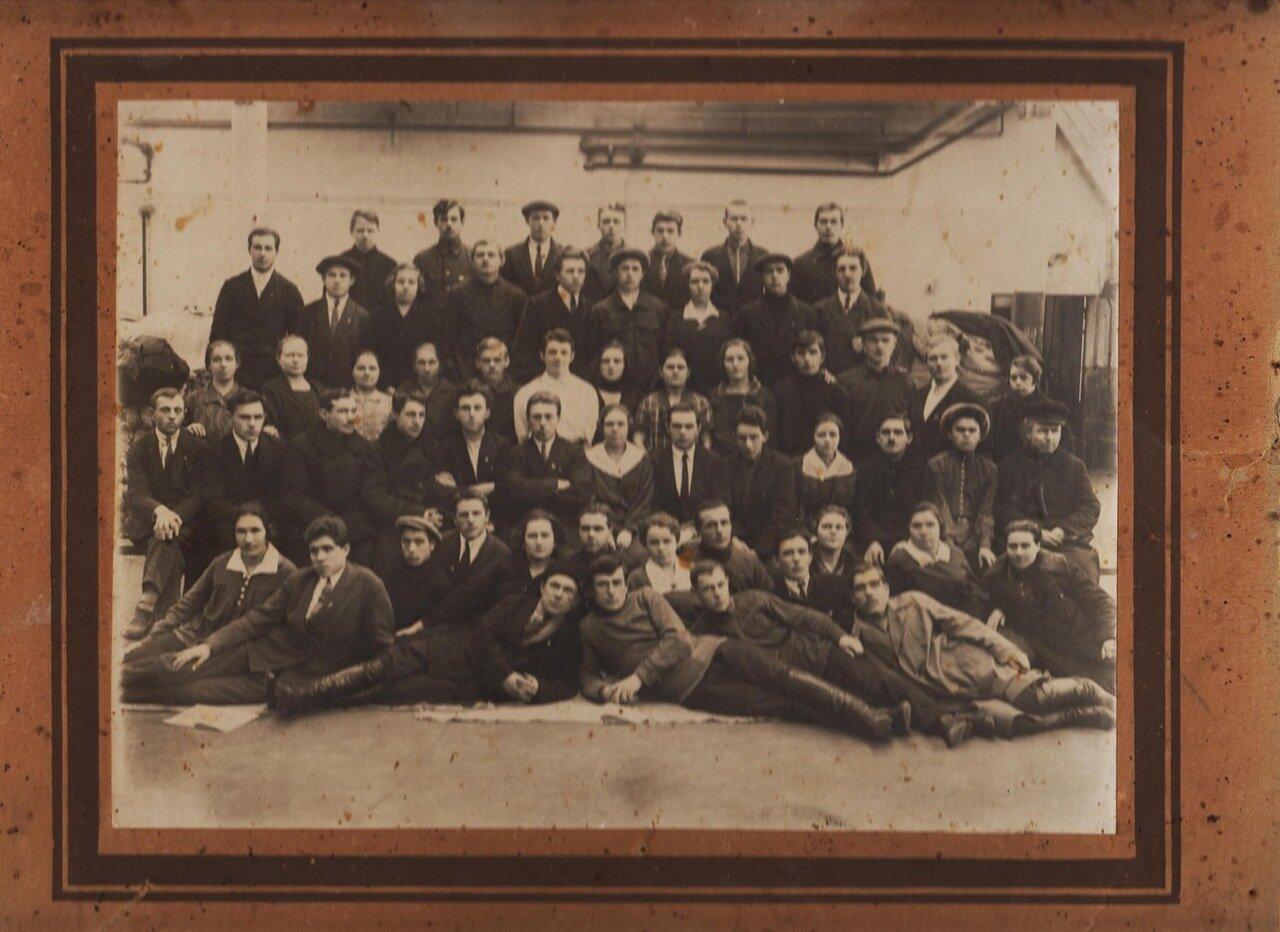 1920-е. Выпускники учебного заведения при Гаврилов-Ямском льнокомбинате.