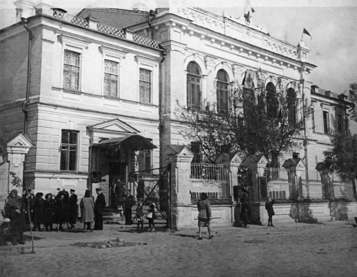 Улица Большая Садовая. Здание государственного банка