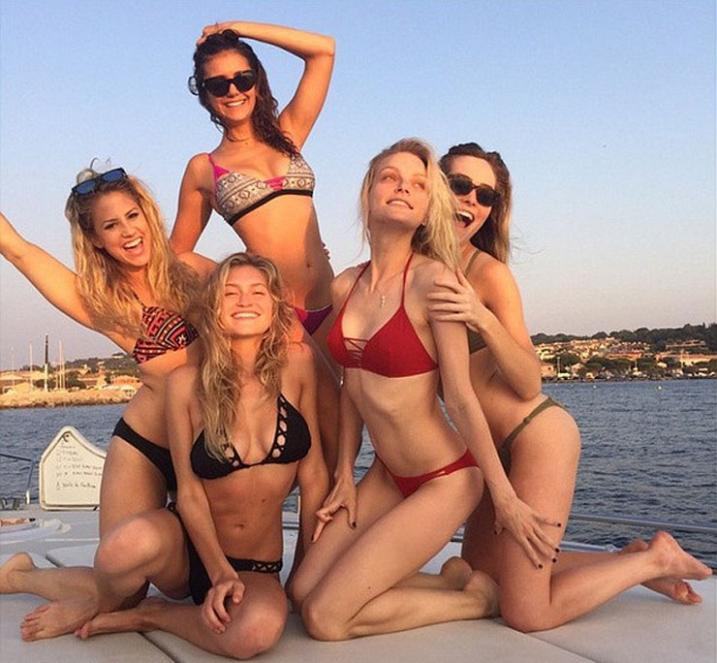 Нина Добрев в отпуске