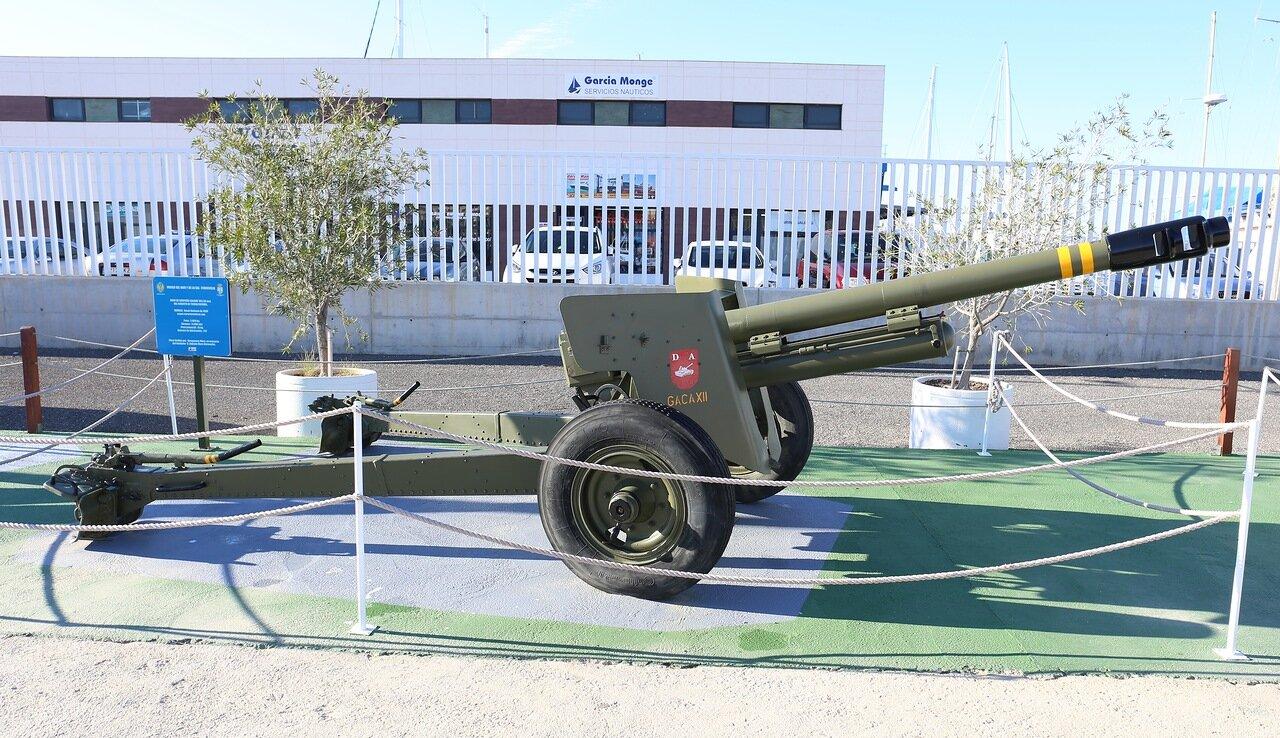 Пушка Obús 105/26 образца 1950 (Торревьеха. Морской музей)
