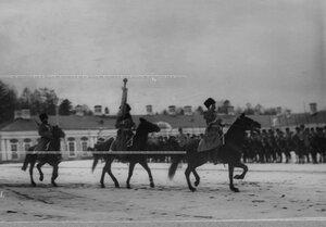 Штандарт на плацу перед Екатерининским дворцом во время парада полка.