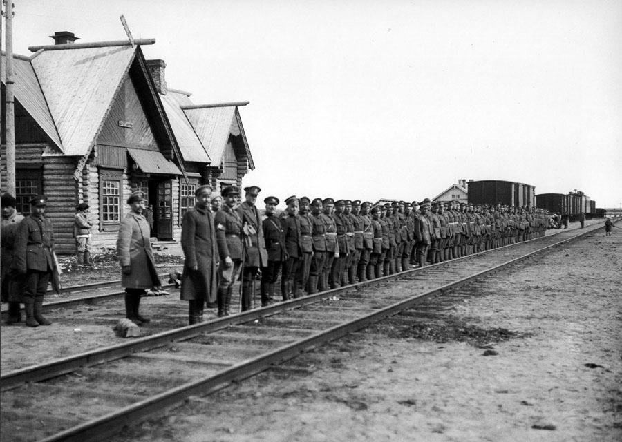 08_murmansk_railway_station_shueretskaya_1919_900.jpg