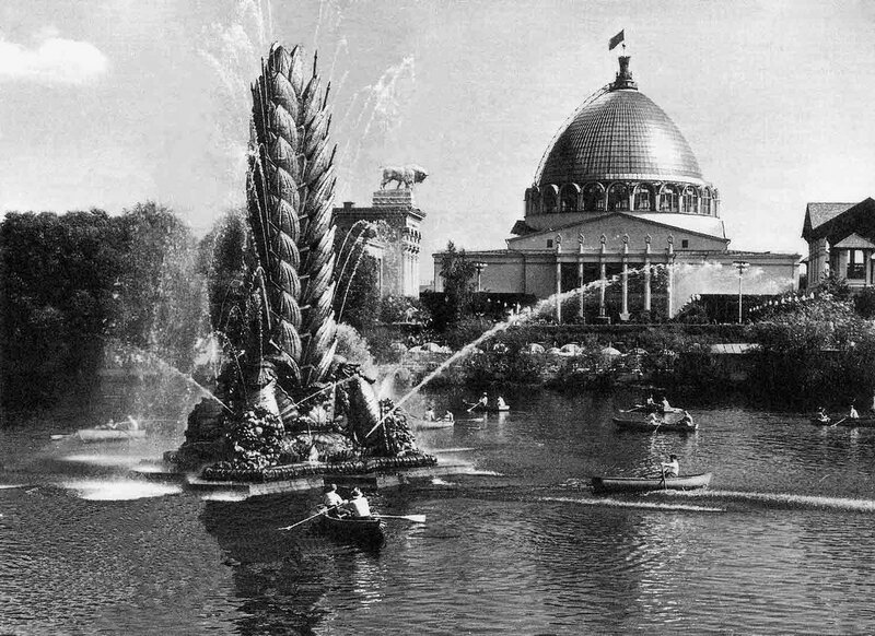 204717 Фонтан _Колос_ на фоне купола павильона _Космос_ и _Машиностроение_ сер. 1960-х.jpg