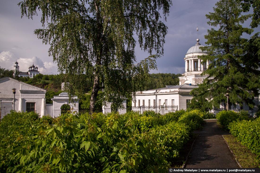 Музей и монастырь в Каменске