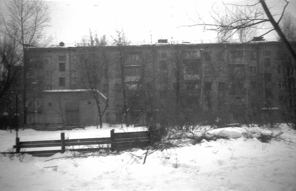 1987. Двор дома 10-а на улице Щербакова.