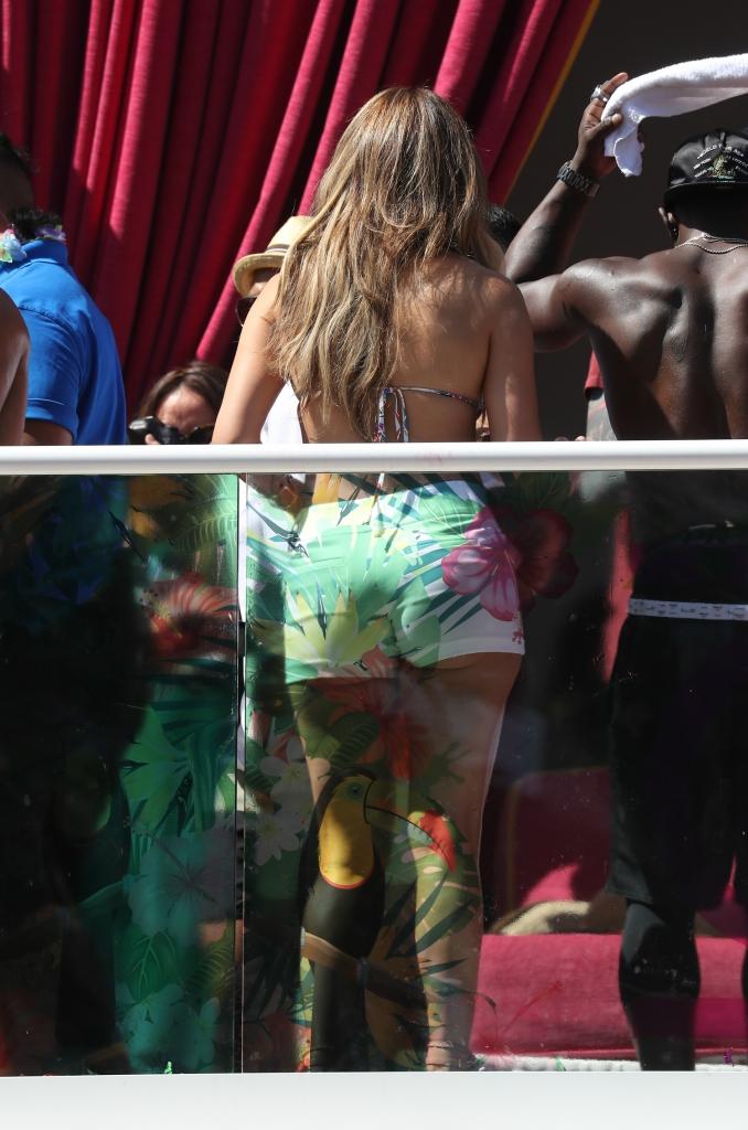 Jennifer Lopez Hosts at Drais Beach Club 290516 01